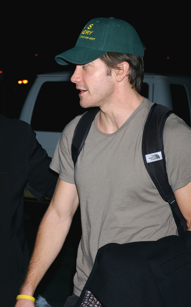 Picture note by JayBird: Here's Jake Gyllenhaal at LAX a few months ago.