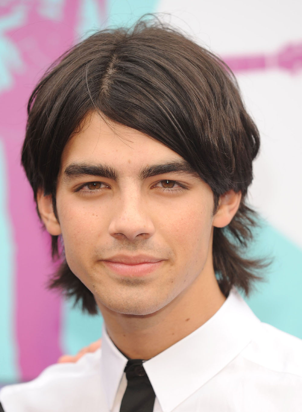Joe Jonas dumps Taylor Swift by phone, starts dating older actress