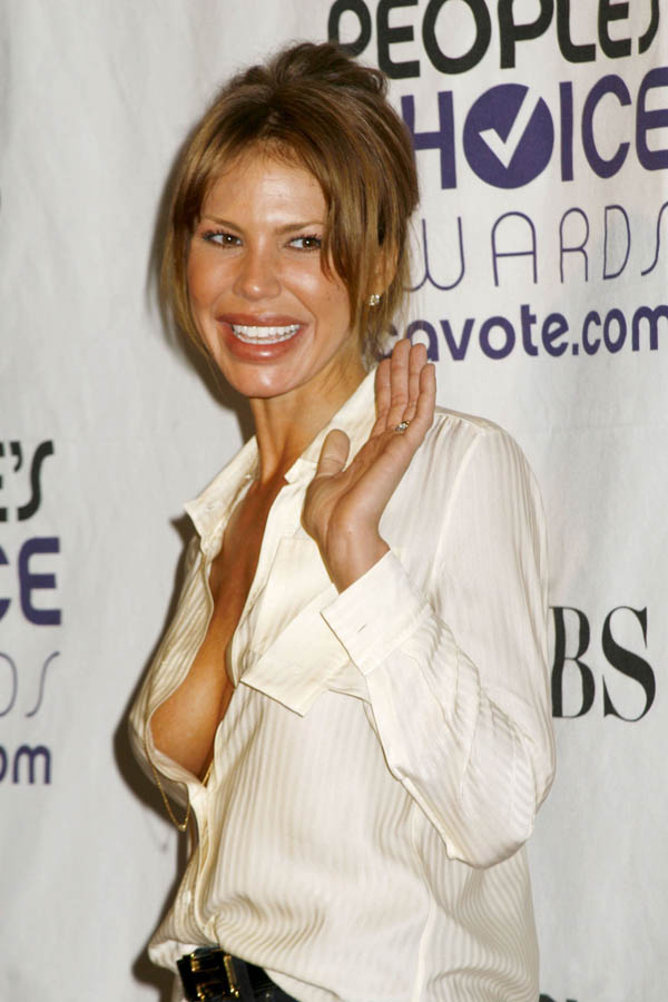 Nikki Cox is supposedly just 30 years old. What did she do to her face?