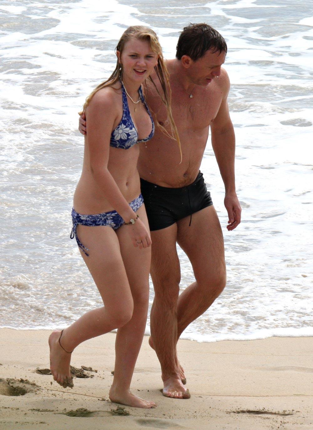 Daniel Craig kissing h... Daniel Craig