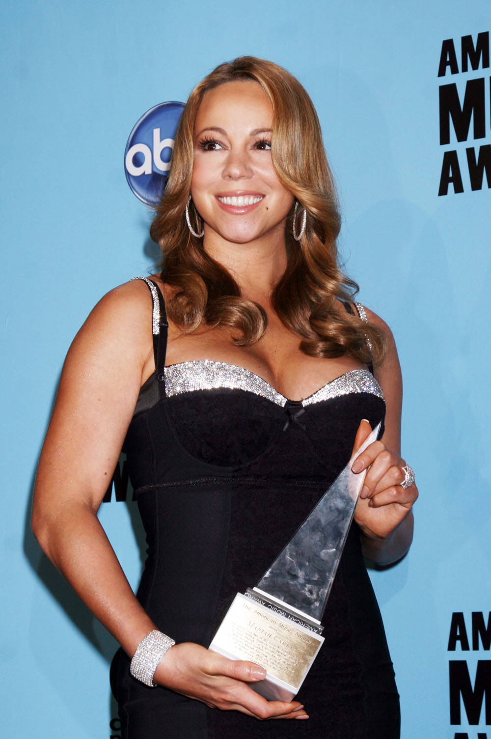 Mariah Carey pregnancy rumors kick into overdrive. Is she or isn't she?