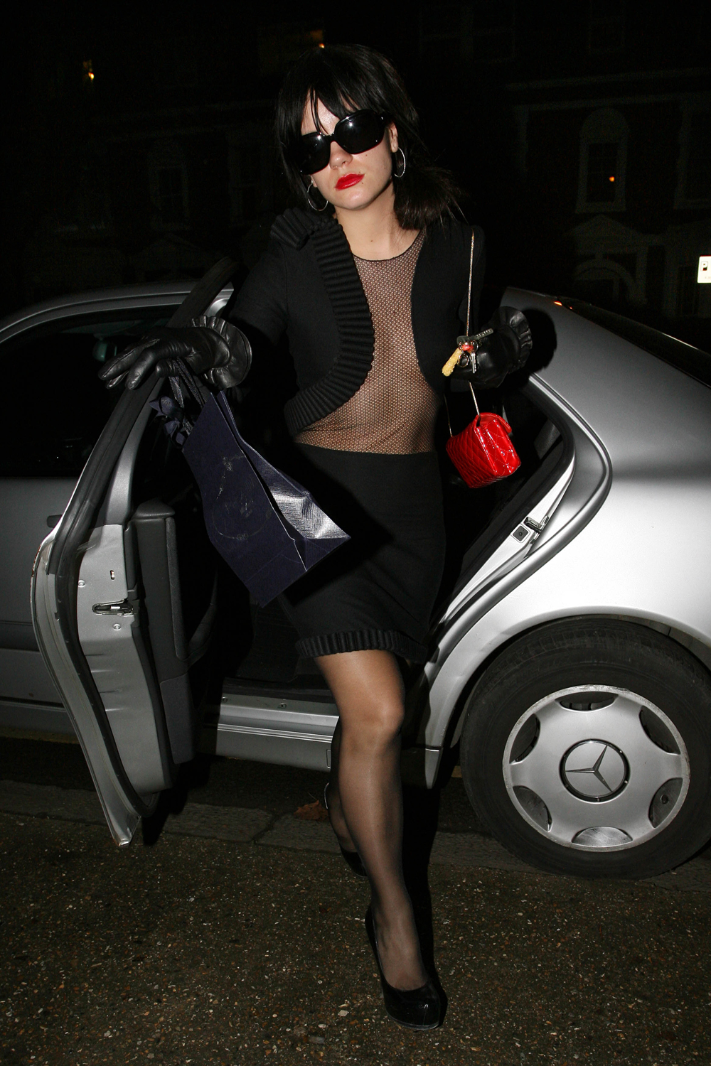 Lily Allen lost weight again; shows off with a mesh shirt: Viewing ... Lily Allen