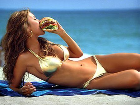 Audrina Patridge enjoys her cheeseburger