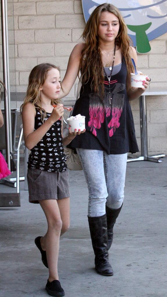 Майли сайрус и её сестра фото