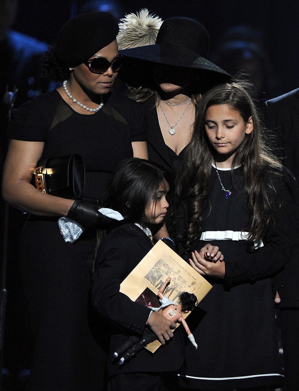 Дети Майкла Джексона (18 фото) За городом Что-нибудь интересное