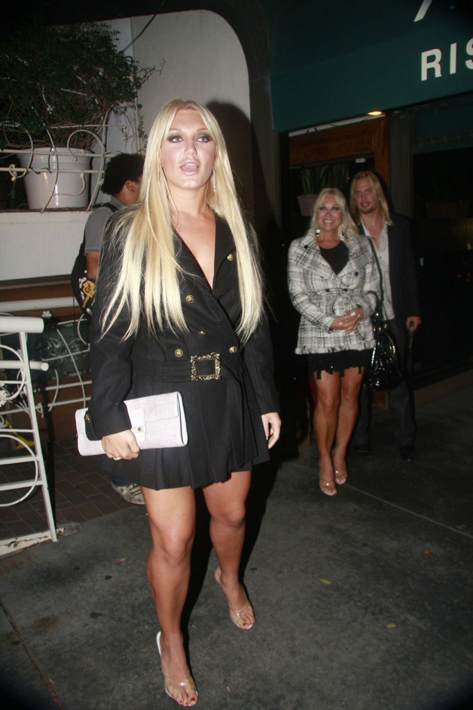 linda hogan and charlie hill 2011. Brooke Hogan and her mom Linda
