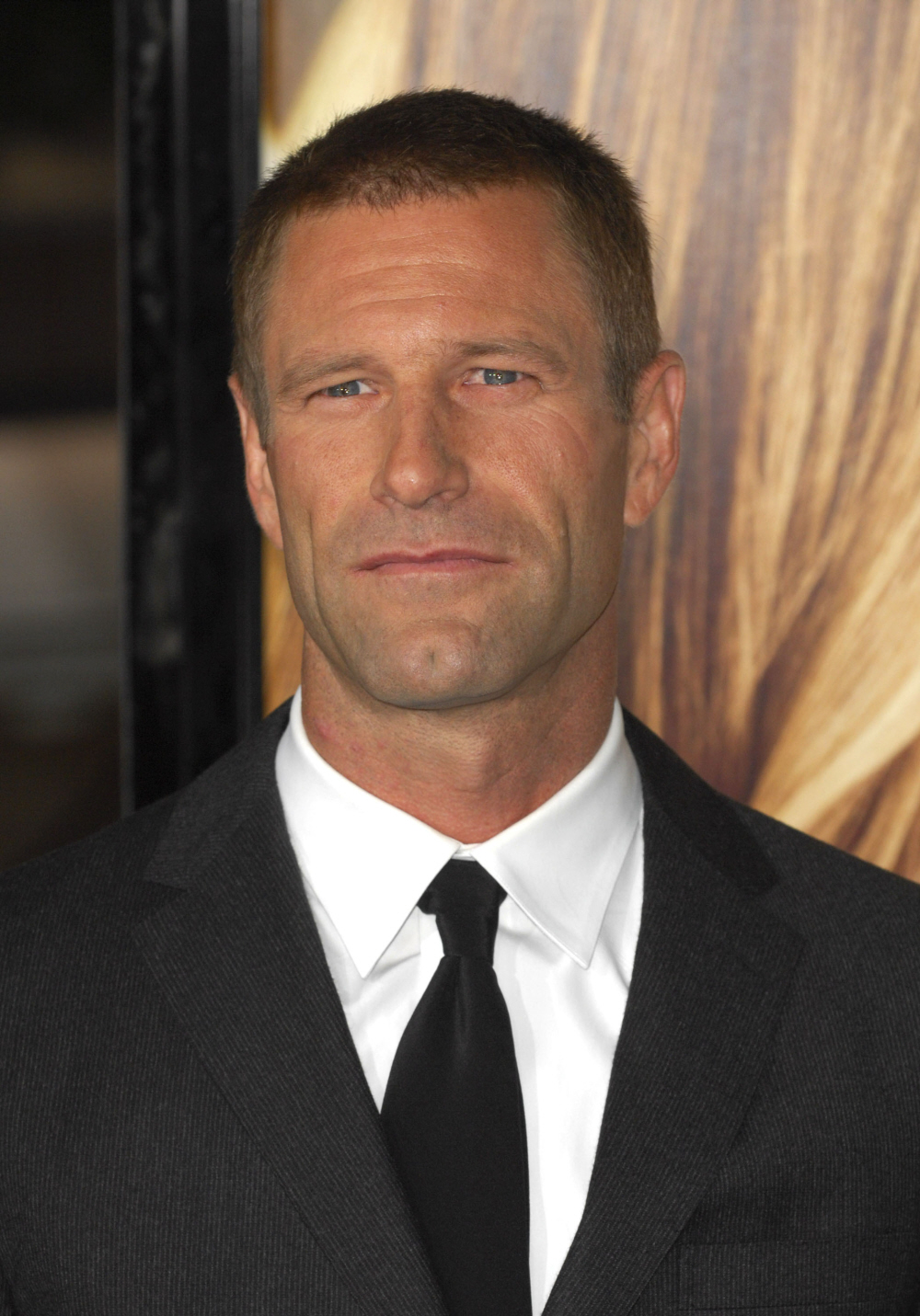 aaron eckhart sully