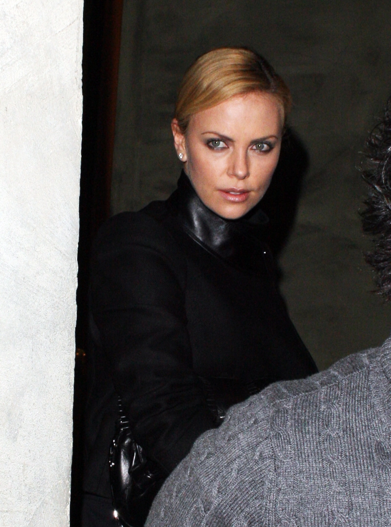 fp_4444127_theron_charlize_per_012710