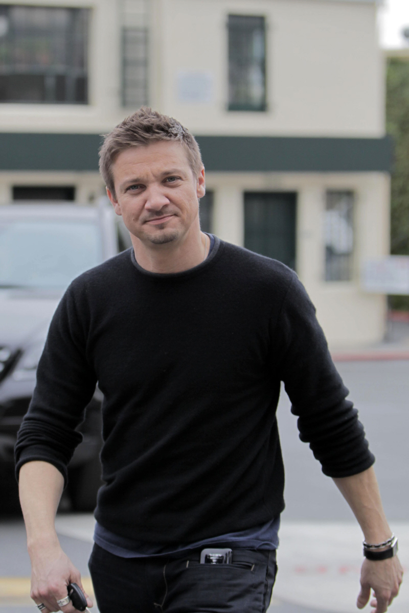 Jeremy Renner is adorable, but his musical side does not drop the ...