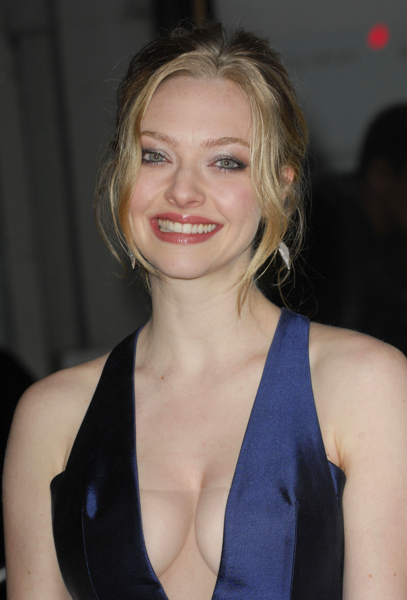 Amanda Seyfried Is Subtle To A Fault With Her Boobs Out