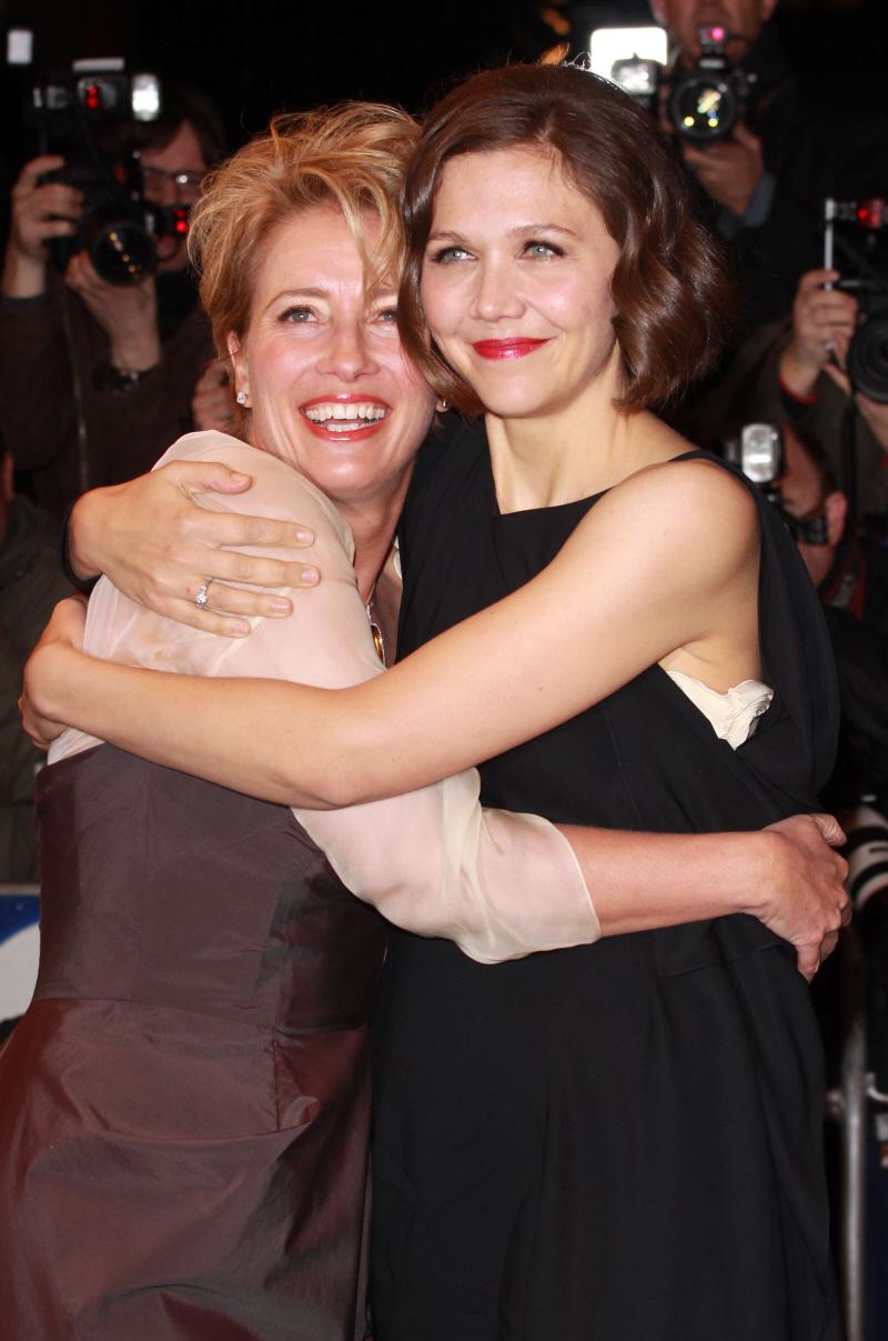 Emma Thompson&Maggie Gyllenhaal HUG!