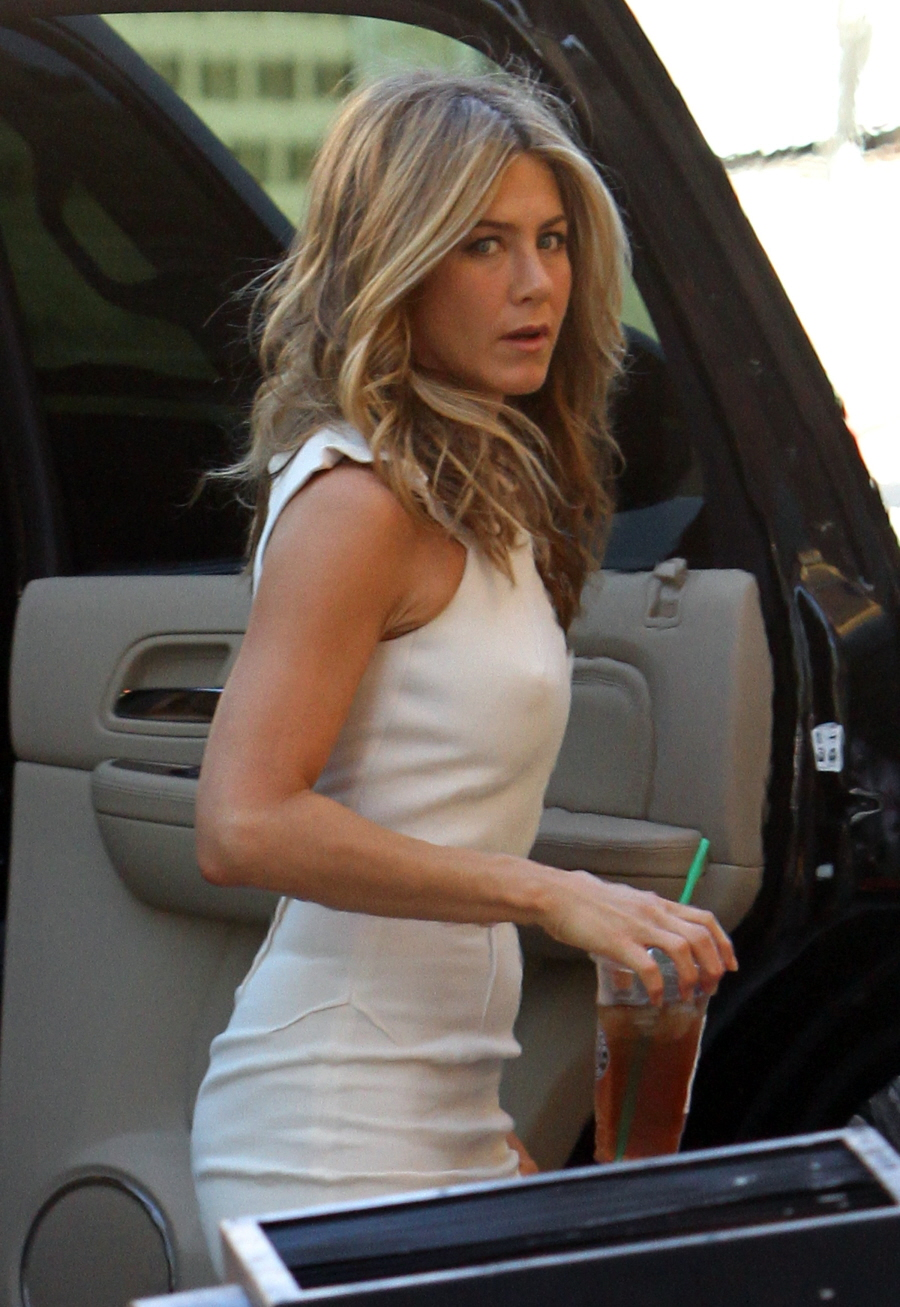 jennifer aniston young nipples