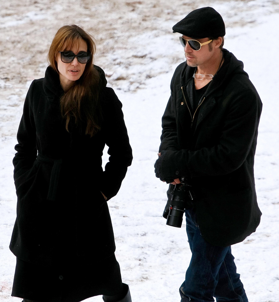 angelina_jolie_and_brad_pitt_film_set_25_wenn5568425