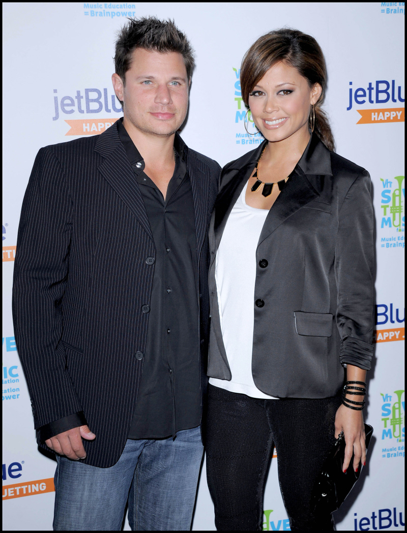 Us Weekly has confirmed that Vanessa Minnillo and Nick Lachey are engaged.