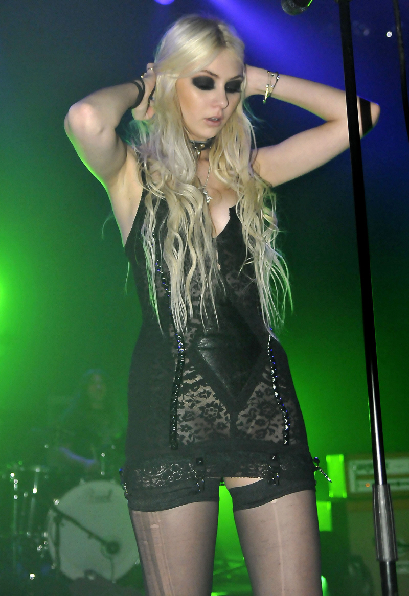 Taylor Momsen the Pretty Reckless Live
