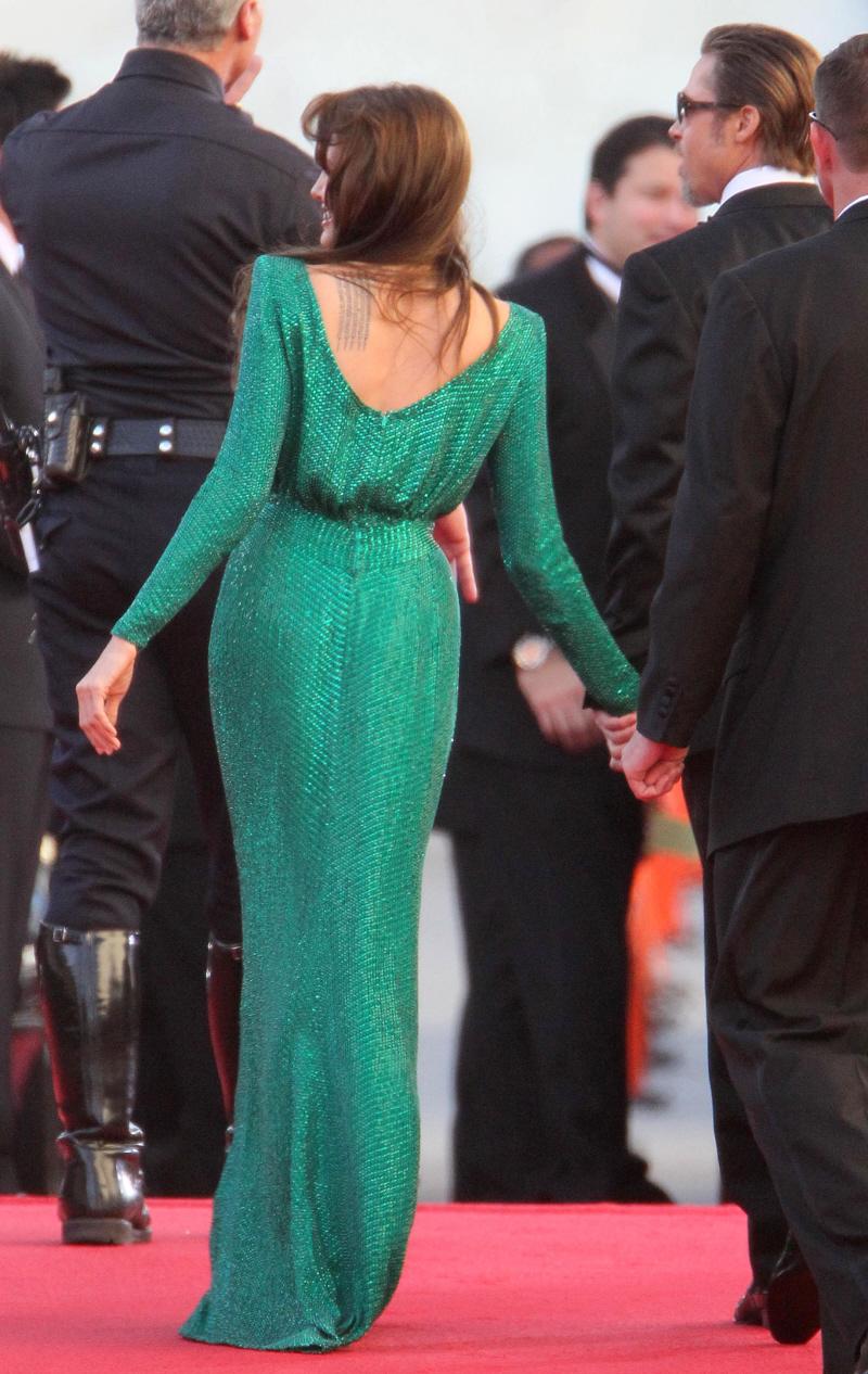 Фото анджелина в зеленом платье