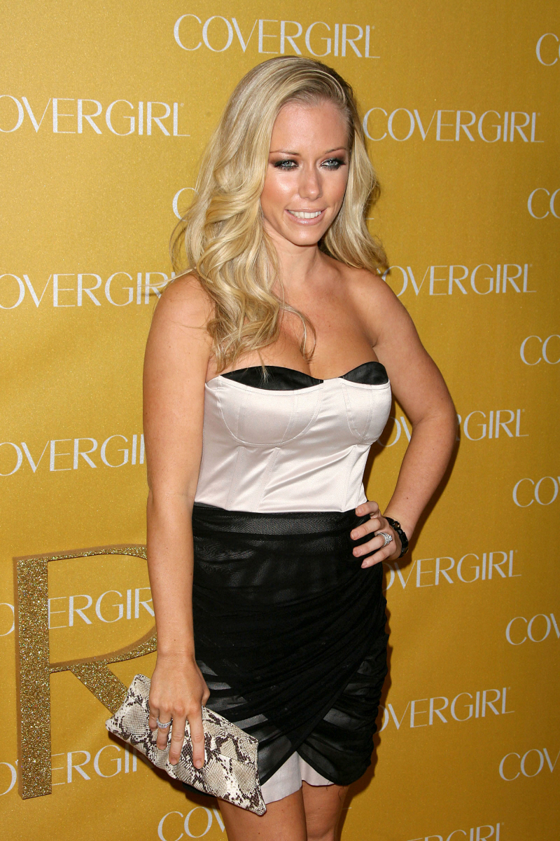 Kendra Wilkinson's lesbian sex tape is coming