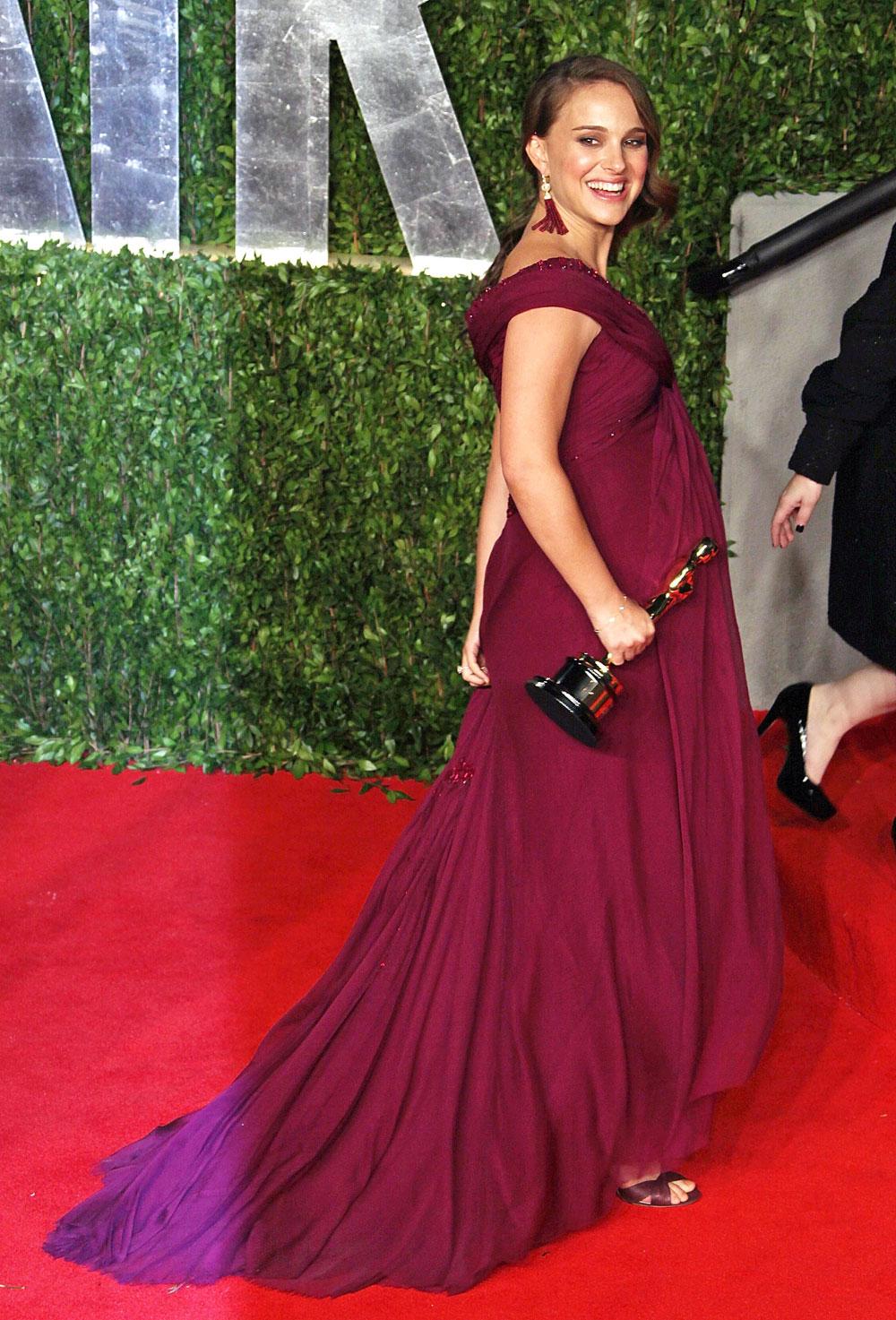 Cele Bitchy Oscar Fashion Natalie Portman Is Glowing In