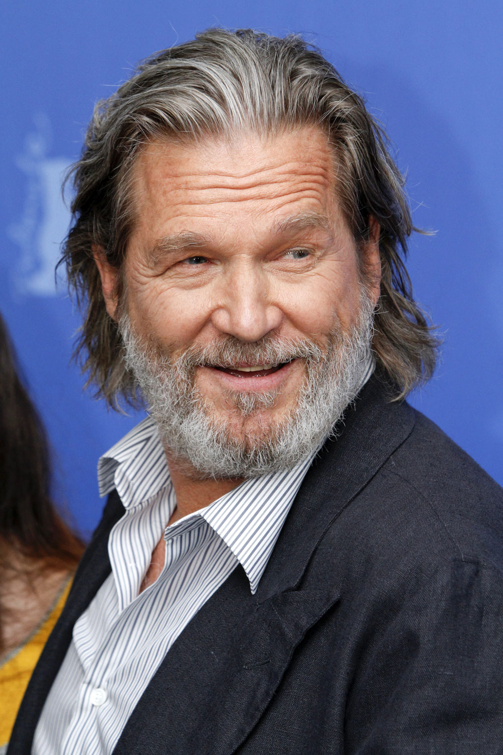 celebitchy jeff bridges handed out food to homeless