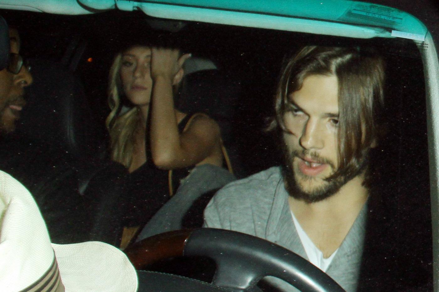 Фото с любовницей в машине 12 фотография