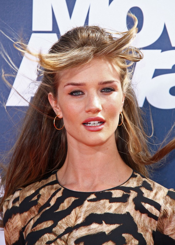 rosie huntington-whiteley hair colour. I like her hair this color,