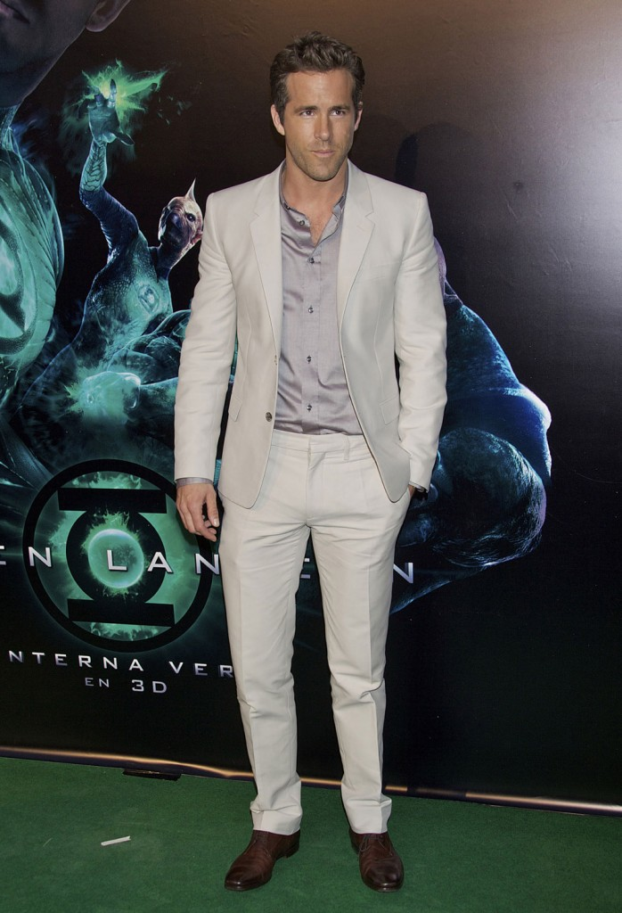 Cele Bitchy Ryan Reynolds In An Off White Suit In Spain