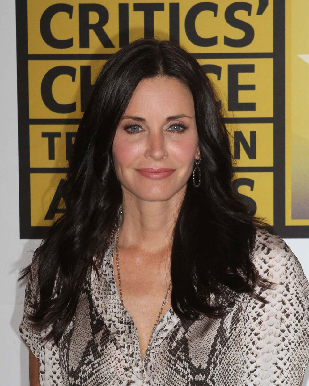 Cele bitchy courteney cox admits dyeing her hair at home for Cox at home