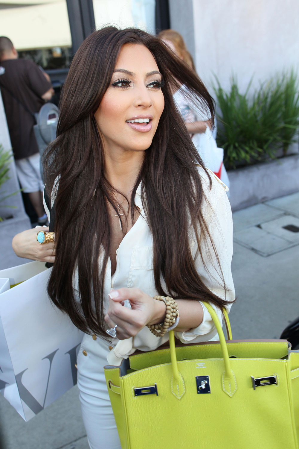 Update : Here's a photo of Kim with darker hair on 6/30.