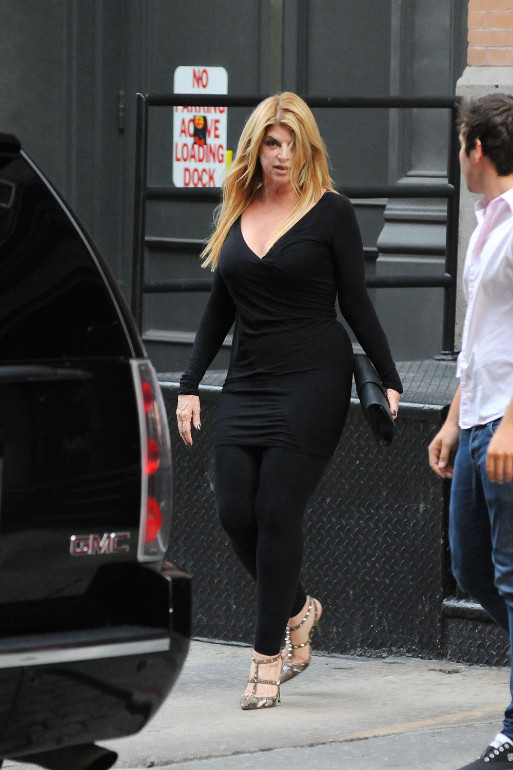Celebitchy Kirstie Alley Took Up Smoking Again To Keep