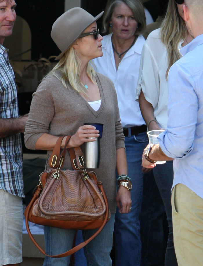 red chloe handbag - Cele|bitchy | Reese Witherspoon in trouble with PETA for carrying ...
