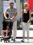 FP_7775762_HeiglKelley_FamilyWalk_VIJ_34_36