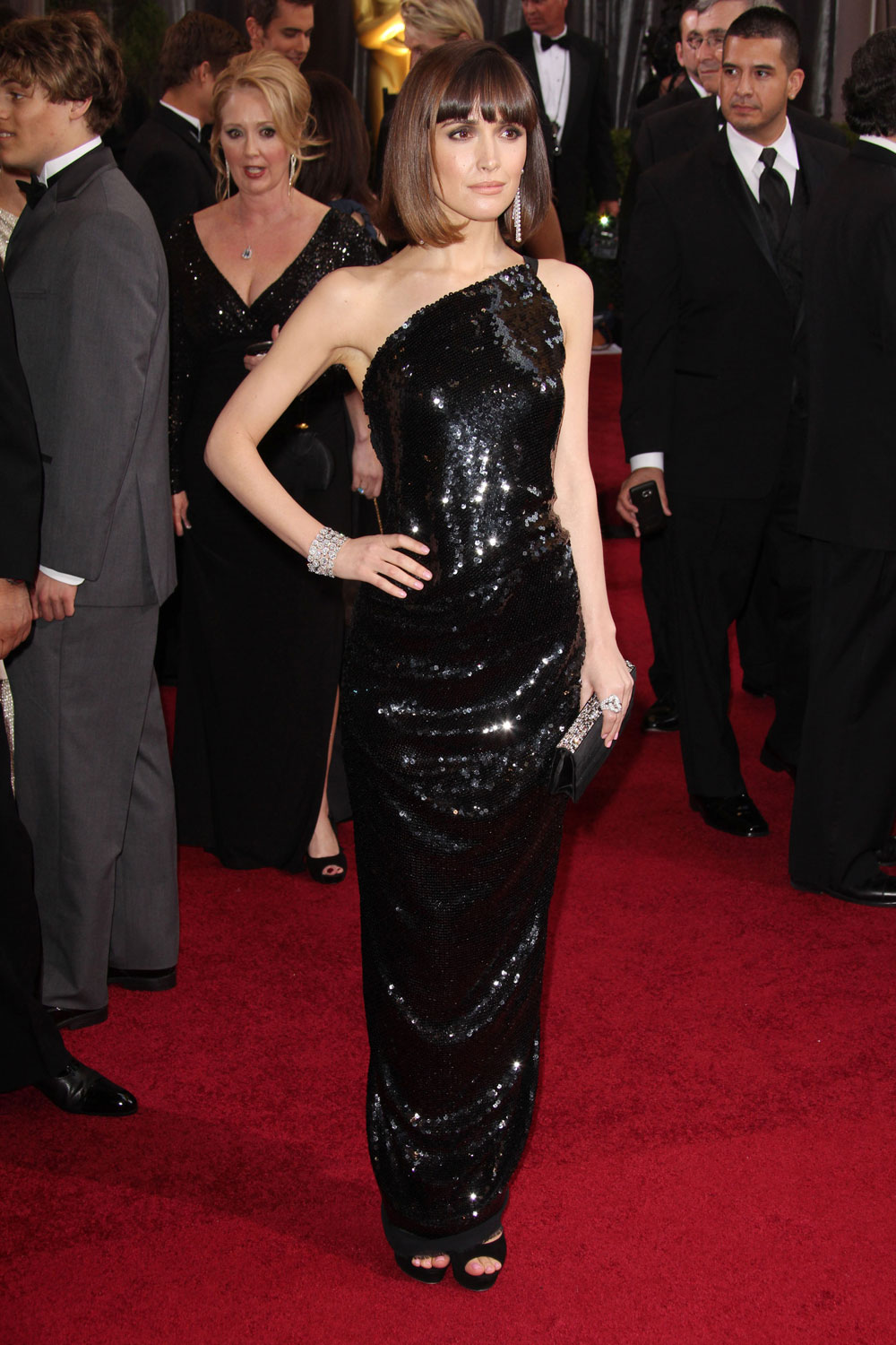 Wiig's costar Rose Byrne also brought it last night.