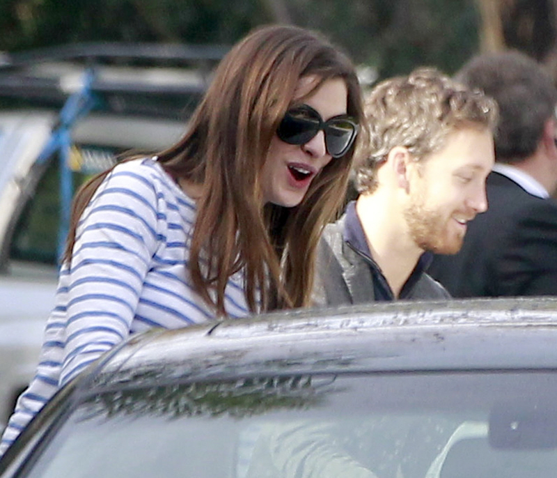 Does Anne Hathaway Have A Boyfriend