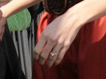 Cele|bitchy | Is Jeffrey Dean Morgan engaged to his super ... Hilarie Burton Wedding Ring
