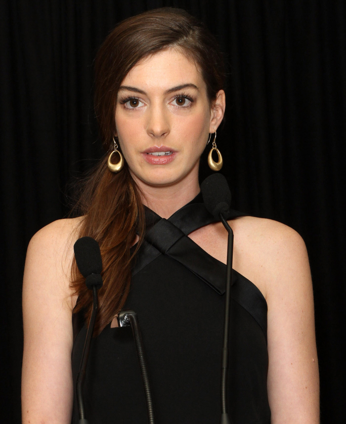 Is Anne Hathaway Being Forced To Lose 16