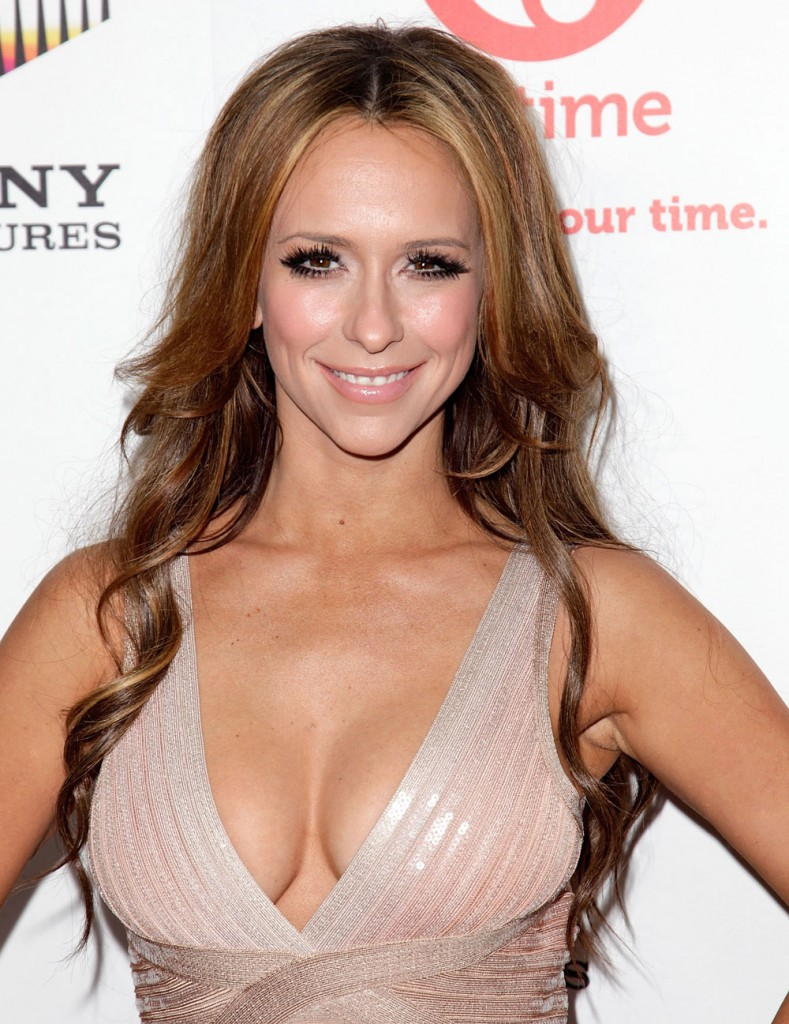 hewitt singles & personals Jennifer love hewitt (born february 21,  in late 2005, hewitt began dating scottish actor ross mccall after he made an appearance on her show ghost whisperer.