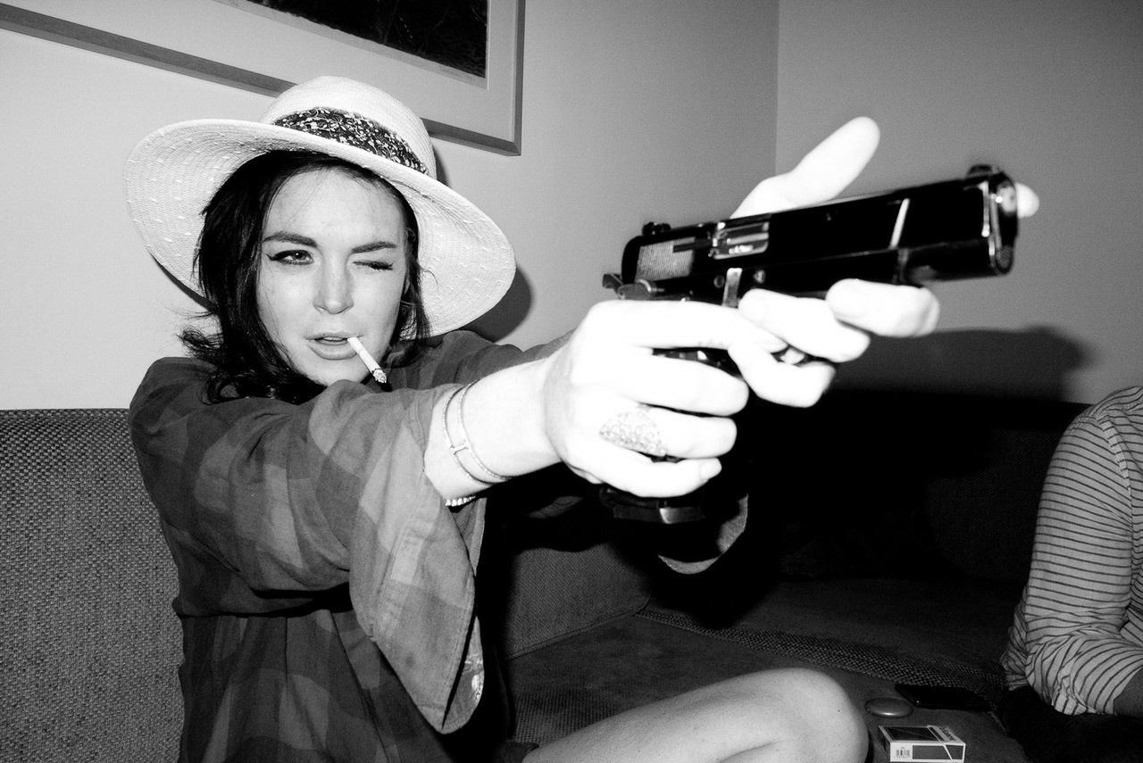 Фотосессии девушек с пистолетом 9 фотография