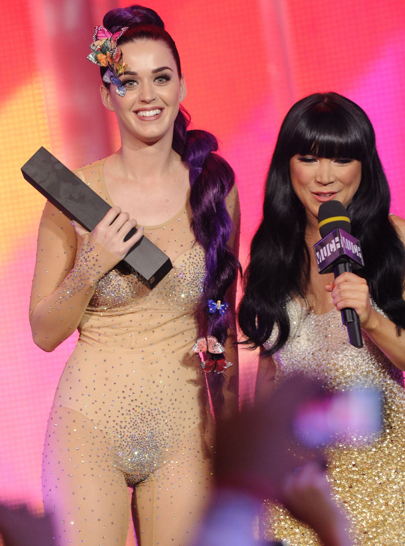 Now, Katy changed outfits several times. One dress for the red carpet ...: hotgirlhdwallpaper.com/search/butterfly+nude