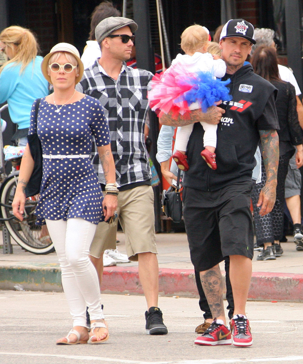 Pink, Carey & Willow Out With Friends In Santa Monica