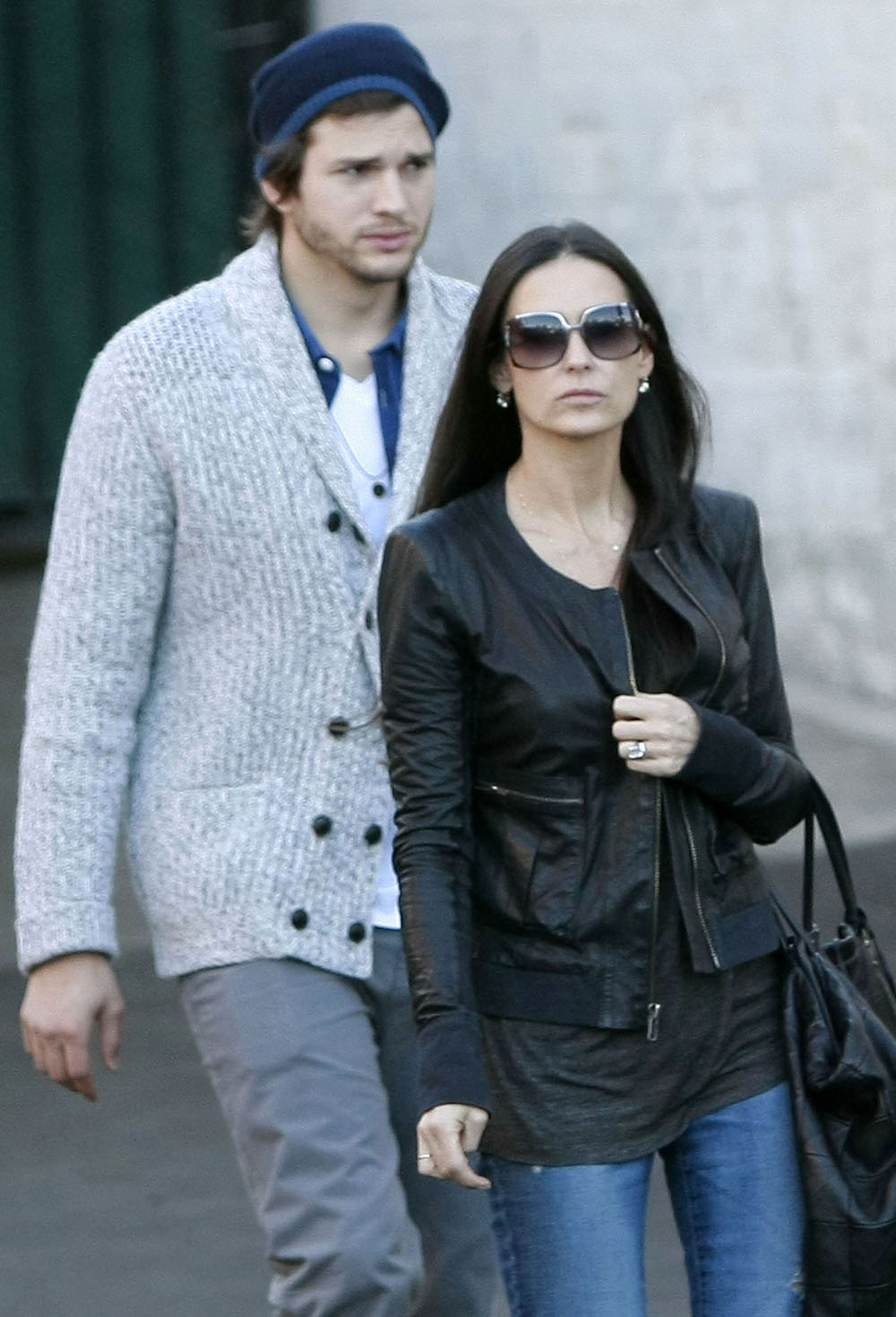 demi moore and ashton kutcher relationship timeline therapy