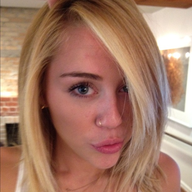 Miley Cyrus goes blonde & makes 'duck lips': funny or obnoxious?