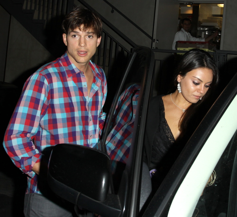 FFN_Kutcher_Kunis_Exc_THUMBS42_072612_50844133