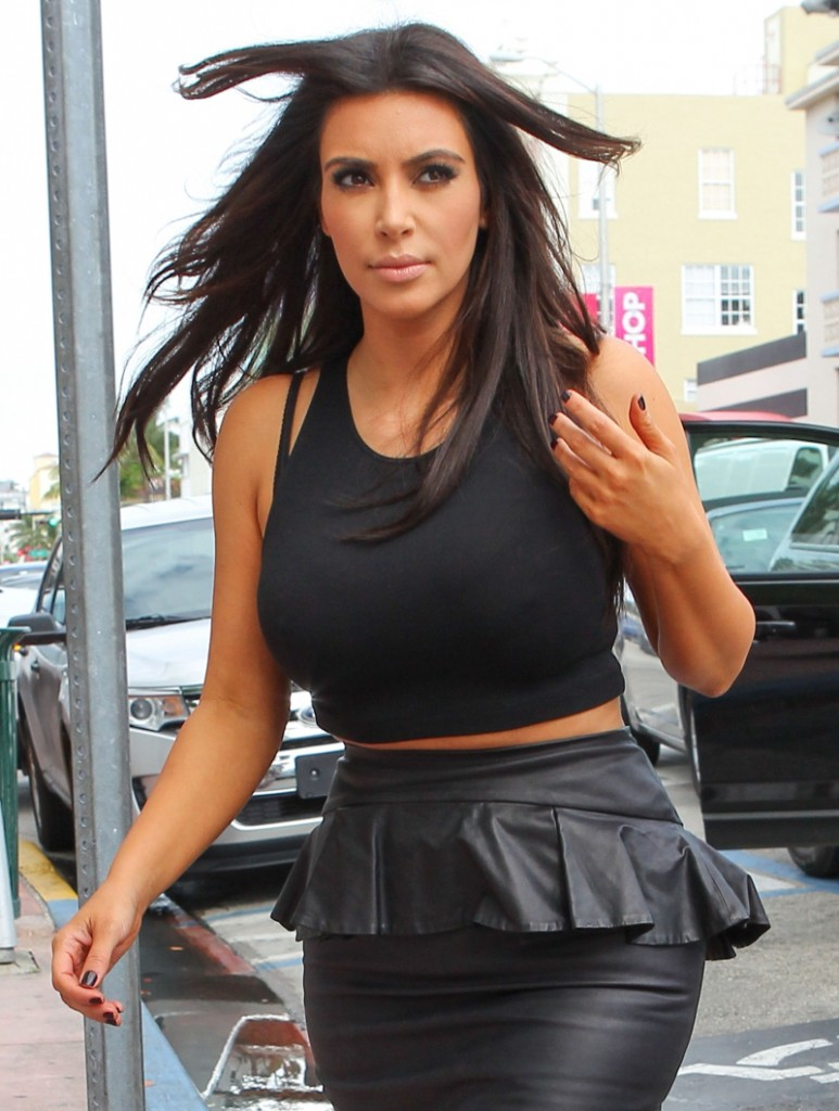 FFN_Kardashians_MiamiPIXX_BRJ_121212_50968739