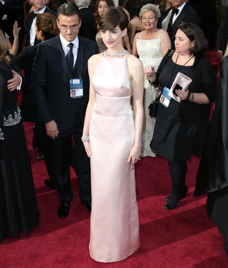 Anne Hathaway Kind: Anne Hathaway In Pale Pink Prada At The
