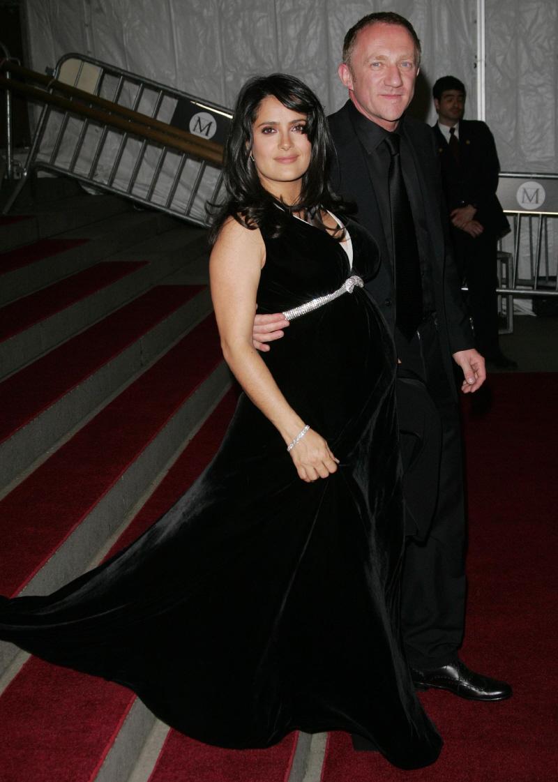 salma-hayek-pregnant-in-2007