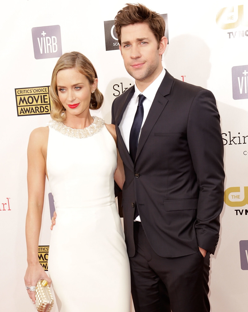 john krasinski dating emily blunt Learn about blake lively and ryan reynold's movie date night with emily blunt and john krasinski, and more about the couples and their.
