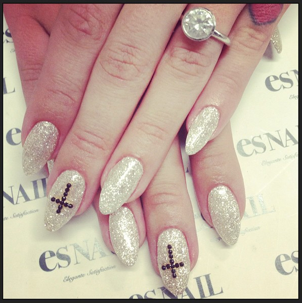 Nails Just Look Better With A Diamond Ring On Your Finger: Kelly Osbourne Shows Off Her Diamond