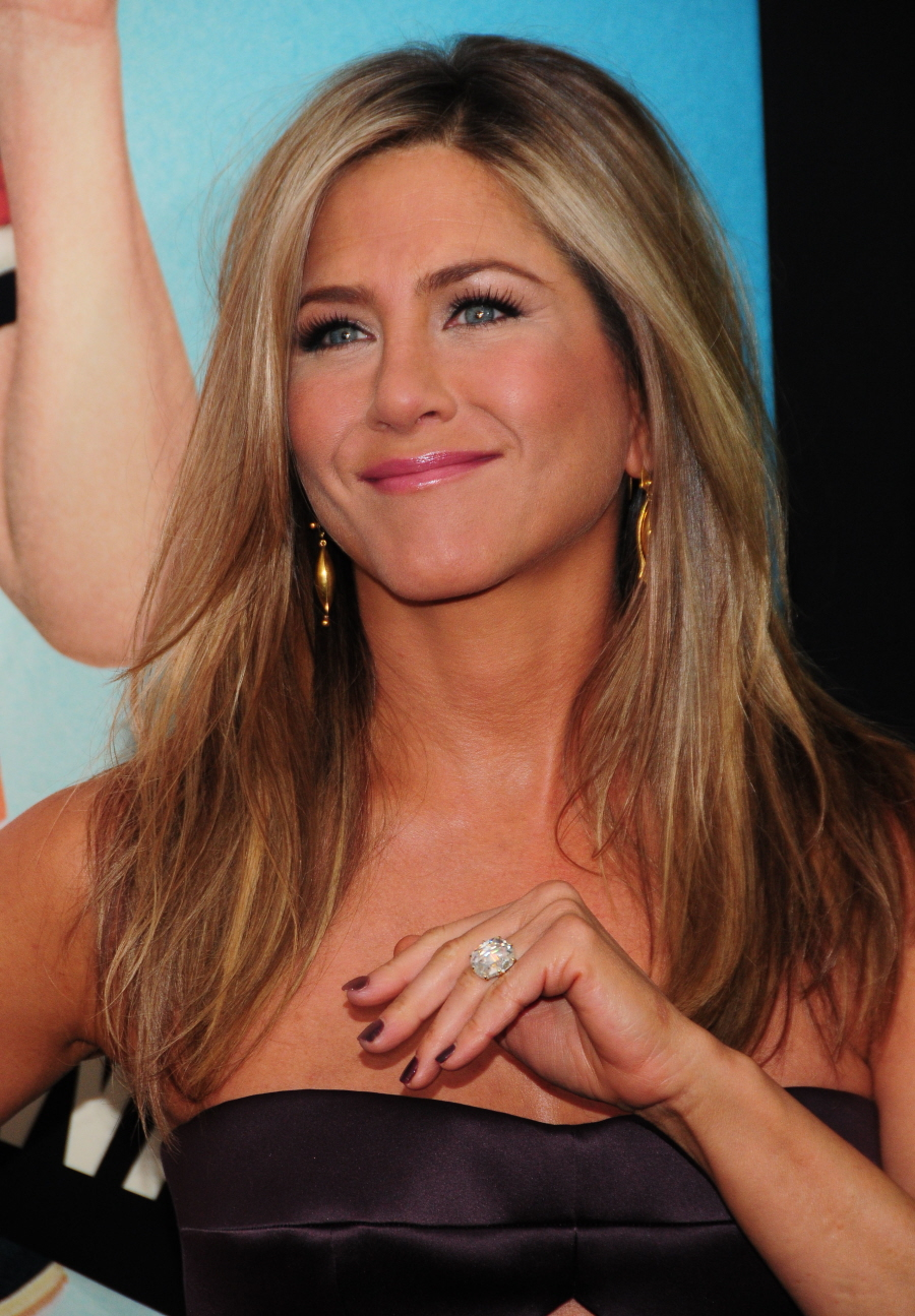 Cele Bitchy Jennifer Aniston Poses Without Makeup For