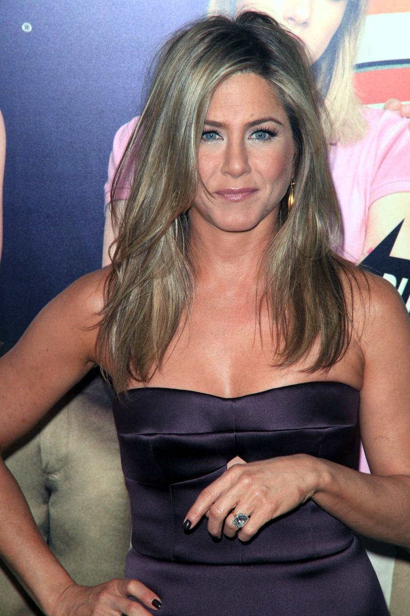 Cele:bitchy : Jennifer Aniston poses without makeup for her BFF hair stylistu2019s Instagram: cute?