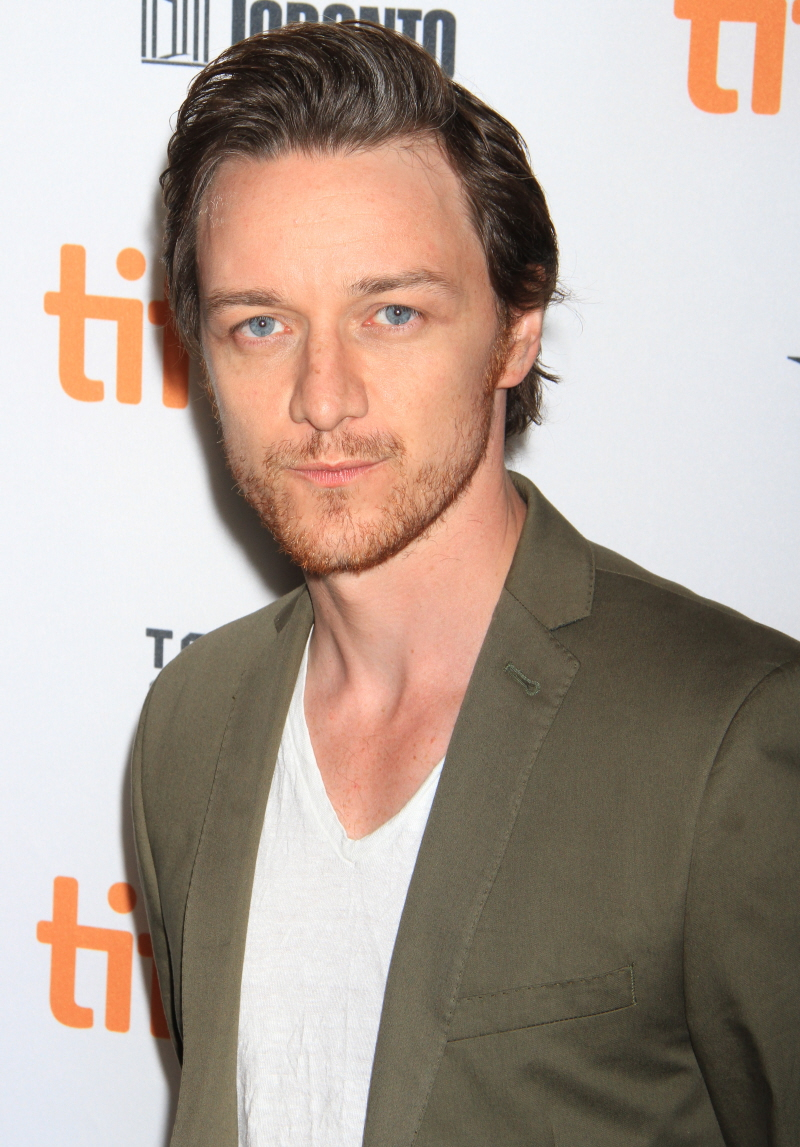 The 38-year old son of father James McAvoy Senior and mother Elizabeth Johnstone, 170 cm tall James McAvoy in 2017 photo